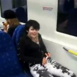 【海外バカッター動画】特急のシートにオシッコするいかにもな見た目の若い女の子