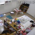 【オナニー盗撮動画】これこそが女性のリアル、散らかった部屋でオナニーする女性