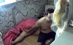 【民家盗撮動画】普通のおっさんとおばさんがイチャつきからのセックス