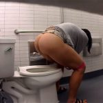 【公衆トイレ盗撮動画】高画質で眺める女性達の排泄風景