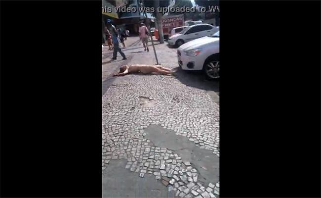 【キチ○イ盗撮動画】真昼間の動画を全裸でのたうちまわる女性