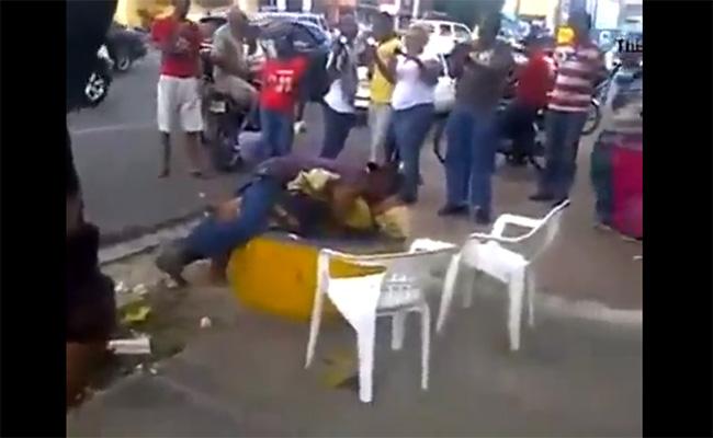 【街撮り盗撮動画】真昼間の路上でセックスしてたカップルがスマホ撮影される