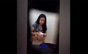 【トイレ盗撮動画】水洗とビデを兼ねた水瓶と手桶がおいてあるトイレの様子