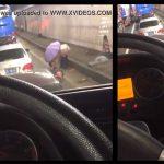 【野ション動画】大渋滞で仕方なく道路脇でオシッコする女の子達