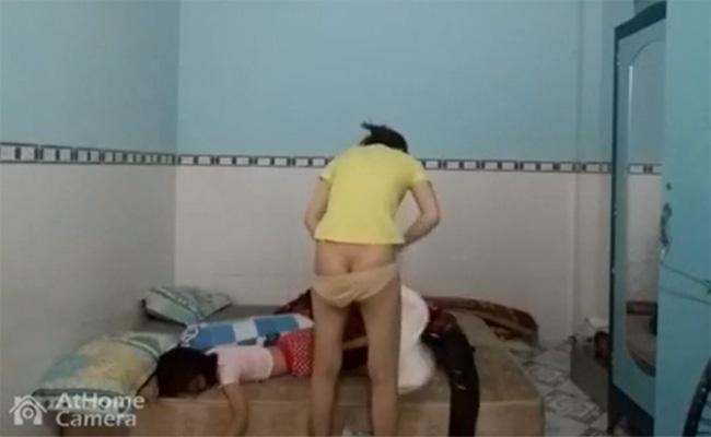 【民家盗撮動画】寝ている子供の横で着替えるお母さん、そんな日常