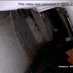 【野ション盗撮動画】思いっきり雨漏りしてる廃墟のような場所で用を足すレインコートの女の子