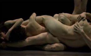 【前衛芸術動画】全裸で複雑に絡み合う複数人の男女
