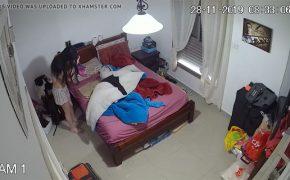 【民家盗撮動画】若い女の子が自室で着替える様子