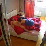 【民家盗撮動画】赤を基調としたベッドルームで真昼間から絡む男女