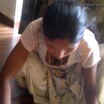 【メイド盗撮動画】胸チラしながら真面目に雑巾がけをするメイドに勃起ちんこを見せ付けてみた