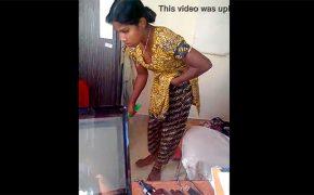 【インド家庭内盗撮動画】胸チラしながら掃除するメイド