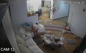 【民家盗撮動画】彼女の意図が分からない・・・?自ら私生活を全世界に公開する女性