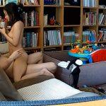 【民家盗撮動画】リビングのソファでセックスする若い夫婦