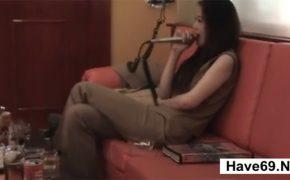 【個人撮影】カラオケで熱唱する女性に別のマイクを見せた所・・・