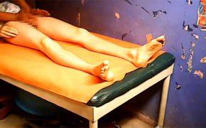 【熟女マッサージ盗撮動画】股間付近のリンパをゴリゴリほぐしてくれる女性