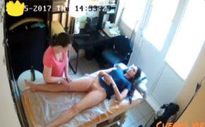 【マッサージ店盗撮動画】下半身だけ裸でマッサージを受ける女性