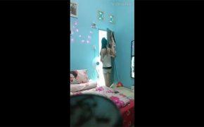【闇風俗店盗撮動画】1ルーム部屋で待機する女性と、そこにやってきた男性客