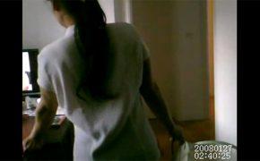 【民家盗撮動画】わざとエロ動画を流しっぱなしで出かけ、家政婦の反応を隠し撮り