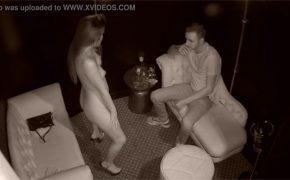 【ストリップクラブ盗撮動画】セキュリティーカメラが捉えた客と嬢の個室での様子