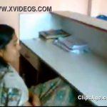 【個人撮影】オフィスで男性にエロ動画を見せられる女性