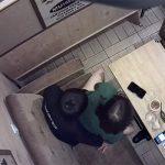 【カップル盗撮動画】飲食店?の個室でセックスしはじめるカップル