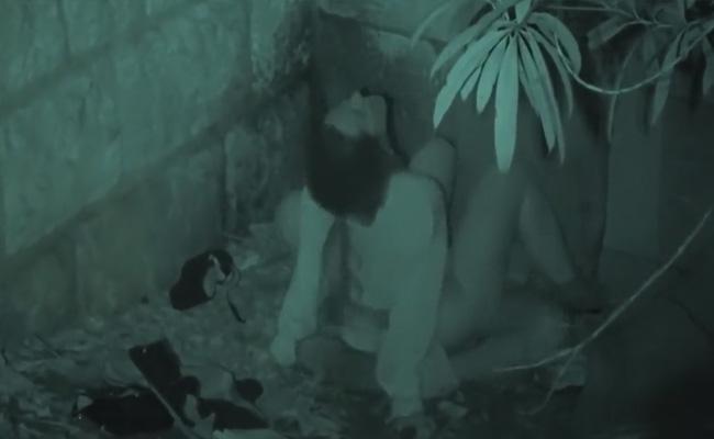【青姦盗撮動画】裏路地で情熱的にヤってるスペインのカップル