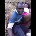 【青姦カップル盗撮動画】草むらでセックスしてたカップルに声を掛けてみた所・・・