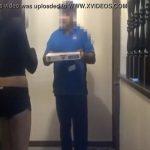 【隠し撮り】ピザの配達員にフェラチオでの代金支払いを提案してみる企画