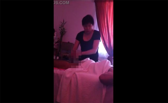 【マッサージ店盗撮動画】短髪の色気の無いおばさんによる手コキ