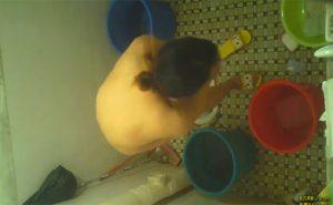 【中国民家風呂盗撮動画】シャワーを浴びる若い女の子