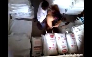 【カップル盗撮動画】倉庫らしき場所でみこすり半セックスをするインド人カップル
