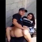 【青姦カップル盗撮動画】真昼間に野外でヤってたら見つかって撮影された2人