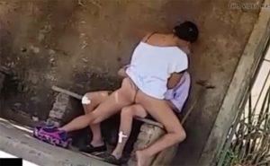 【盗撮動画】真昼間の路上でハメる杖の老人と若い女性