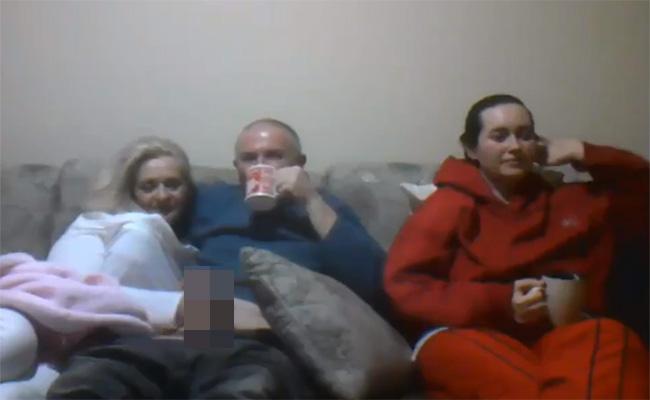 【盗撮動画】娘の真横で妻に手コキさせる父親