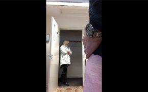 【チンコ露出動画】和やかに会話しつつ女性に射精を見せ付ける様子を隠し撮り