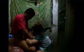 【中国裏風俗盗撮動画】清潔感皆無な掘っ立て小屋で交わる男女