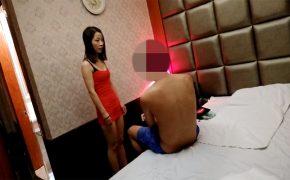 【中国マッサージ店盗撮動画】いかにもな風貌と服装の嬢に性的サービスしてもらう男性
