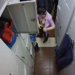 【悲報】某有名フライドチキンチェーンのアルバイト店員、着替えを盗撮&ネットに晒されてしまう・・・・(動画有り)