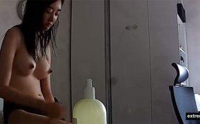 【民家盗撮動画】お風呂上りのセルフボディケアをする韓国の女性