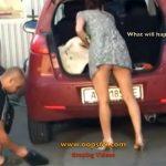 【ミニスカ盗撮動画】「もしかしてパンツ履いてない?」車のトランクをいじる女性を隠し撮り
