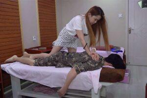 【マッサージ動画】ミニスカ姿のアジアンセラピストによる指圧マッサージ