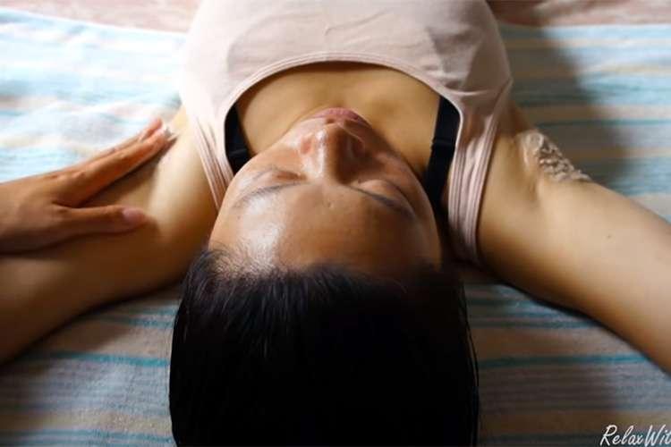 【ASMRマッサージ動画】腋の下の剃毛からオイルマッサージまでの施術の様子