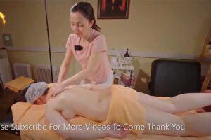 【マッサージ動画】スレンダーなセラピストがグラマラスで巨乳な女性にオイルマッサージ