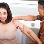【マッサージ動画】巨乳タンクトップ女子が肩のマッサージを受ける