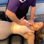 【マッサージ動画】メリハリボディーの筋肉質な女性がマッサージを受ける様子