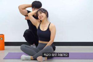 【セルフリンパマッサージ解説】マッチョな韓国人男性がムッチリ韓国人女性に指導する様子