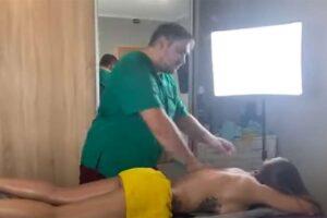 【マッサージ動画】タトゥーの入った巨乳女性が荒っぽいマッサージを受ける