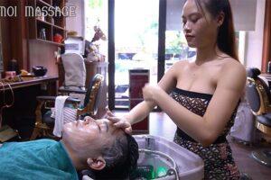 【ベトナム床屋マッサージ動画】チューブトップ姿のセクシーなお姉さんにフェイシャルマッサージをして貰う