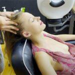 【マッサージ動画】おっぱい見えそうな格好のノーブラ女性にヘッドマッサージ