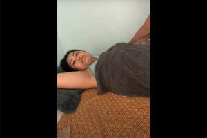 【スマホ撮影】ぽっちゃり体型女性が男性セラピストにタイマッサージ施術を受ける